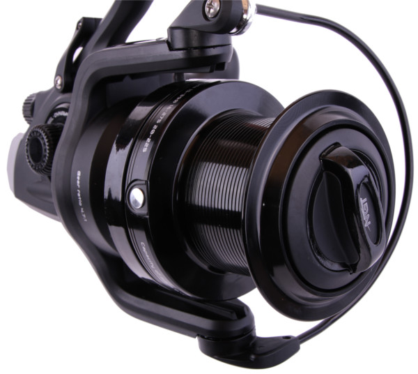 WOW NGT Dynamic 9000 Big Pit Reel with adjustable freespool